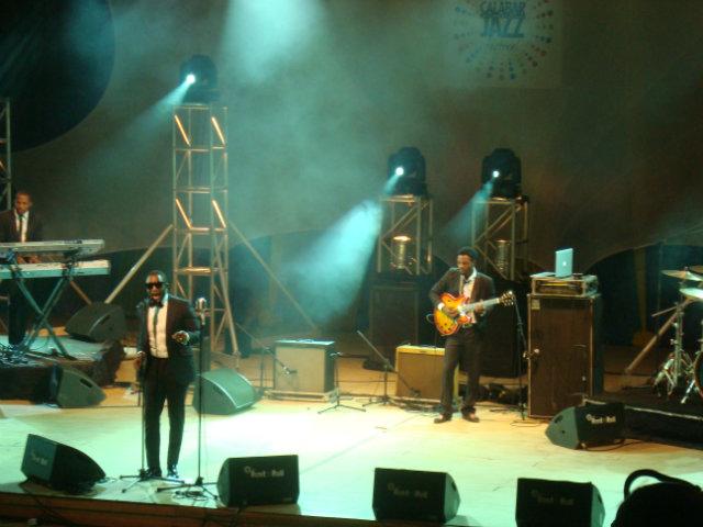 darey art alade performing at the calabar international jazz festival