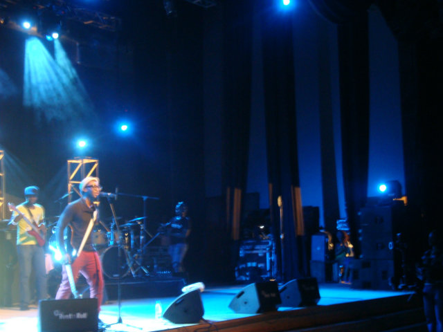 bez performing at the calabar international jazz festival